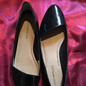 Lucky Brand patent 9.5 flats Archh